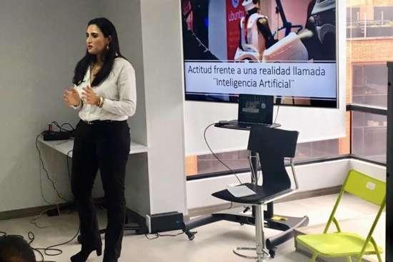 Jhamile abuabara charla emprendimientos e inteligencia artificial markering digital transformaci[on digital 2